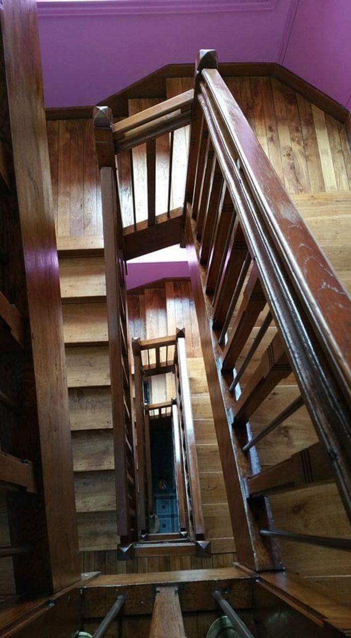 Décapage, ponçage et vitrification d'une cage d'escalier